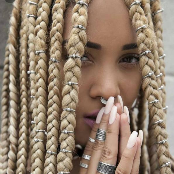 estilos de pelo de la caja con las trenzas Accessorize - Rubio Braid