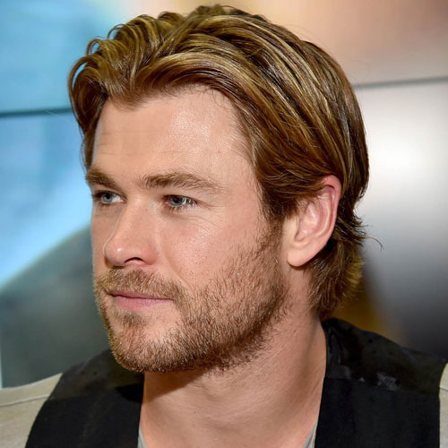 Chris Hemsworth de cabellos y barba