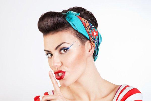 Easy Pin del vintage encima Peinados para la Mujer-3 min