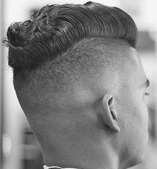 Garganta Peinado - Corto de tallado con el pelo ondulado