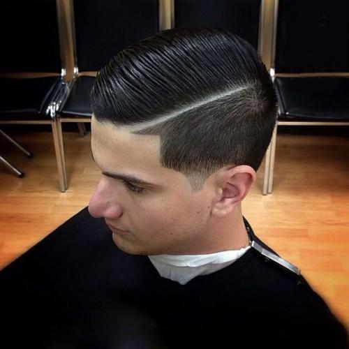 parte lateral se estrecha - corte de pelo de la forma cónica vs corte de pelo se desvanecen