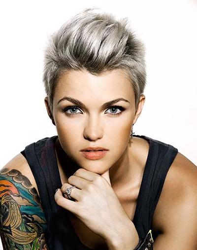 Las mujeres cortes de pelo corto Punk 2