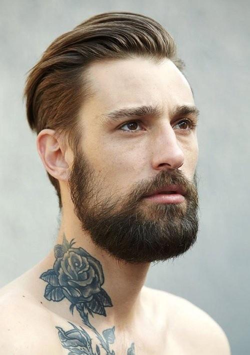mens peinados con barba peinado hacia atrás