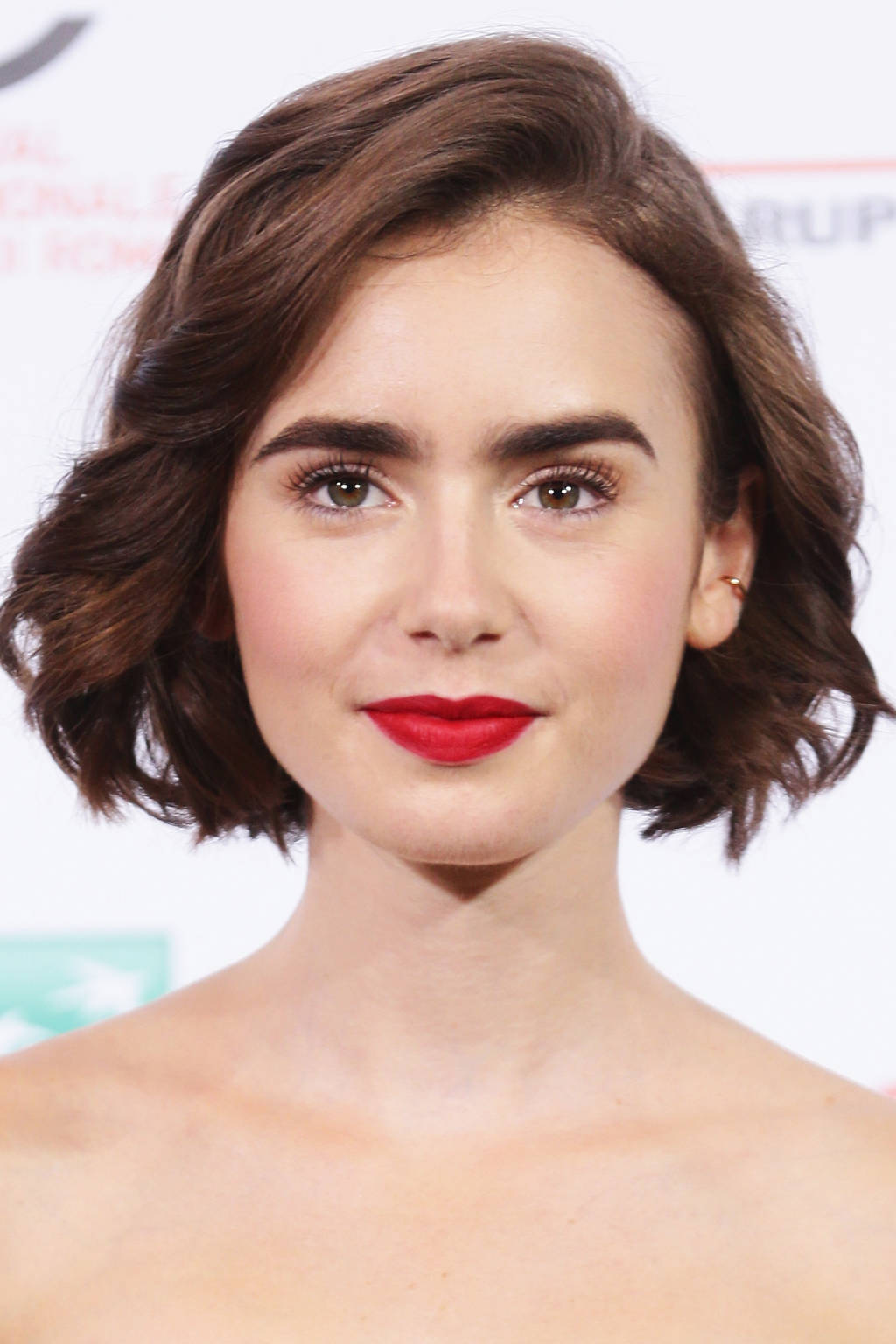 peinado bob Lily Collins 2016