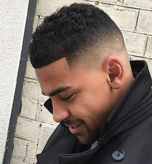 Fade Cortes de pelo para los hombres negros-16