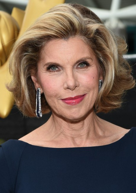 Christine Baranski corto acodado grueso del corte de pelo para mujeres mayores de 60