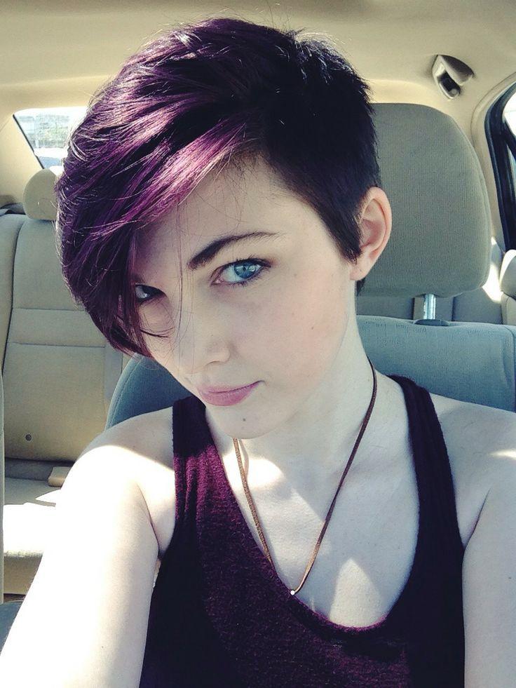 Pixie púrpura oscuro corte de pelo