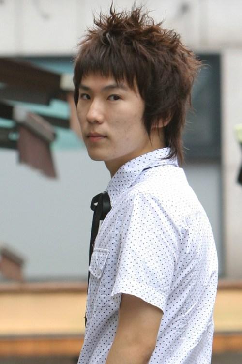 Nuevos peinados de moda coreana de los hombres