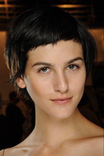 corte de pelo corto con flequillo corto para las mujeres