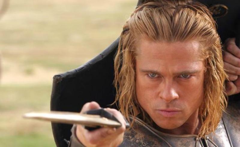 Brad Pitt corte de pelo hasta los hombros Troya
