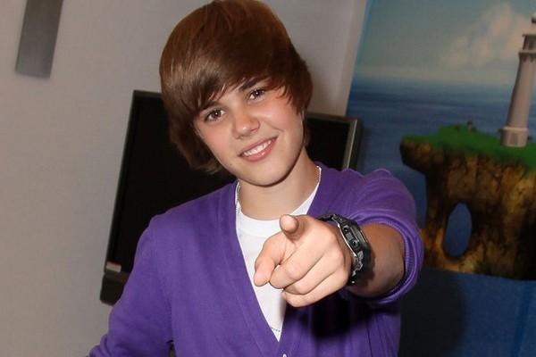 Justin Bieber Medio Liso Peinado