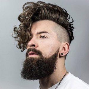 coiffure-homme-tendance-undercut-pompadour-cheveux-boucles-barbe