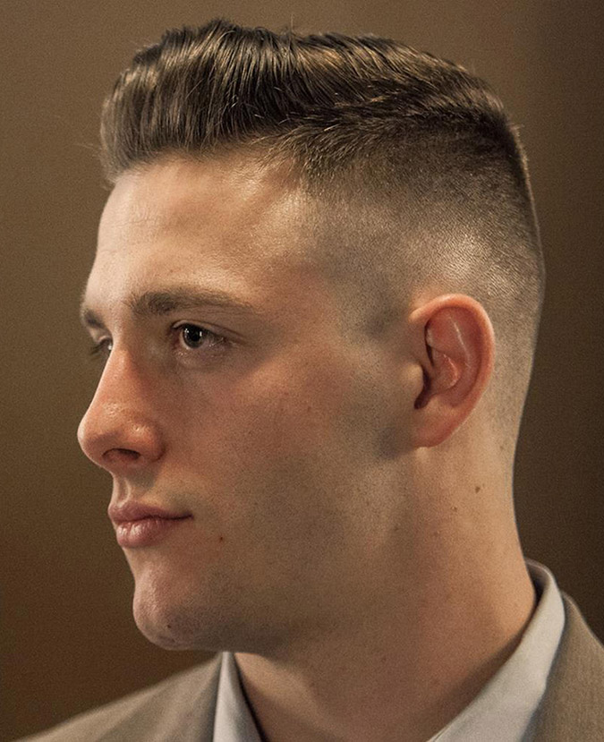 Corte de pelo de hombre militar