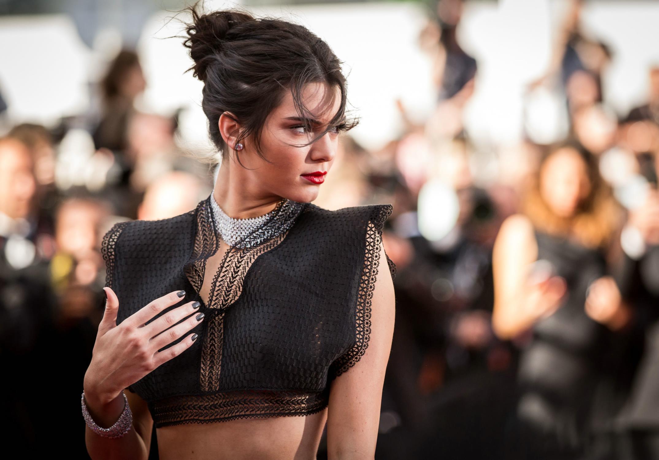 Kendel-Jenner-Cannes-wendyiles-hairblog