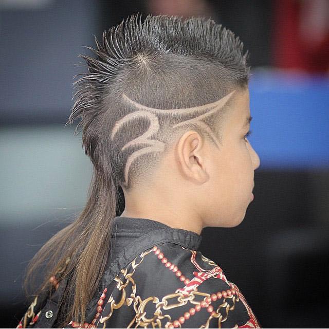 Modelo Mohawk Cut