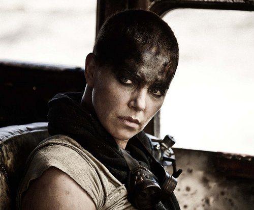 Charlize Theron zumbido corte de pelo