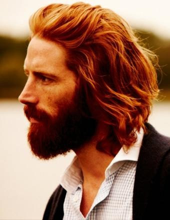 longitud media para hombre peinados con jengibre barba
