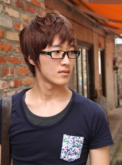 Short Coreano rojo Peinado para los chicos jóvenes