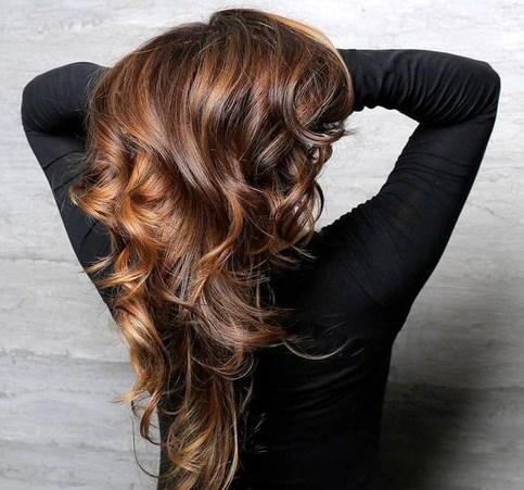 pelo castaño oscuro con reflejos pelo de caramelo