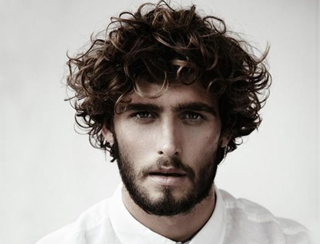 Camisa rizado ondulado del pelo de los hombres peinados Mejor Estilo de la barba blanca