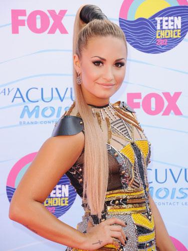 cola de caballo alta Demi Lovato