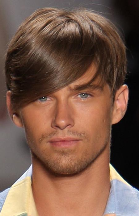 corte de pelo medio para los hombres con flequillo lateral 2016